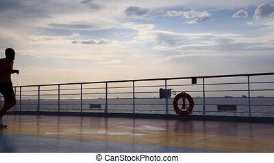 silhouette, dek, rennende , cruiseschip, man
