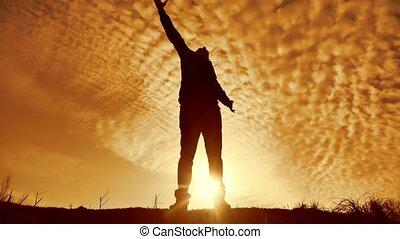 silhouette, partij., zakelijk, praise., aanbidden, man, ondergaande zon , gebed, vrijheid, zonlicht, opgeheven hand, levensstijl, natuur, overwinning, handen, concept, religie