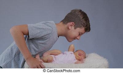 sister., kussen, pasgeboren, broer, groot