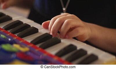 sleutels, kind gespeel, hand