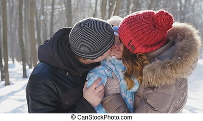 slowmotion, wandelende, winter, park, gezin