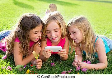 smartphone, meiden, spelend, internet, kinderen, vriend