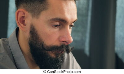 sneezes, mannen, closeup