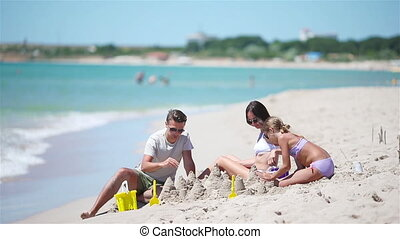 speelgoed, vervaardiging, geitjes, vader, strand., tropische , zandkasteel, strand, gezin, spelend