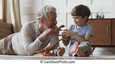 spelend, generaties, home., speelgoed, anders, gezin, vrolijke