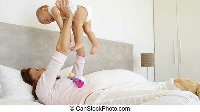 spelend, moeder, dochter, baby