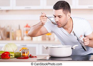staand, mooi, proeft, jonge, soep, terwijl, soup., man, pan, keuken