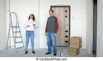 staand, paar, jonge, planning, verhuizing, aantrekkelijk, 3840x2160, nieuw, home., drempel, repairing.