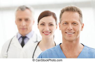 staand, succesvolle , medisch, artsen, samen, team., team, het glimlachen, best