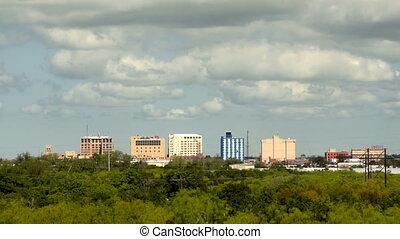 stad, wolken, wichita, dalingen, downtown, skyline, dun, voorbijgaand, texas