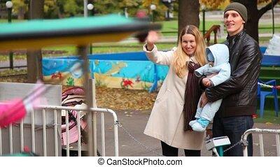 stalletjes, gezin, park, baby, vermaak, vrolijke