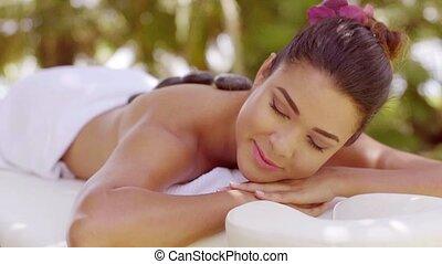 steen, vrouw, jonge, warme, zalig, hebben, masseren