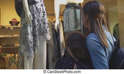 store., gezin, venster, het kijken, winkel, kleding