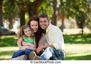 stralend, gezin, tuin, zittende
