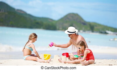 strand., gezin, tropische , zand, vervaardiging, kasteel, witte