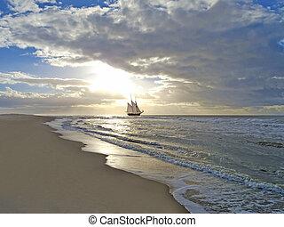 strand, scheeps , ondergaande zon , zee, zeilend