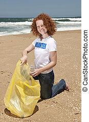 strand, up:, vrijwilliger, afval, het verzamelen, schoonmaken
