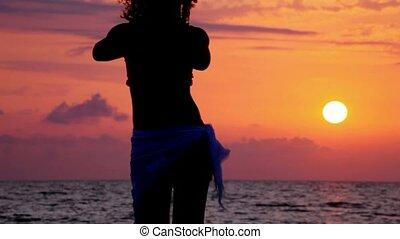 strand, vrouw, silhouette, zee, dancing, hemel, jonge, ondergaande zon , achtergrond