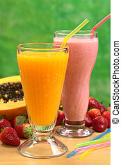 stro, papaja, sap, stro, brandpunt, aardbei, brandpunt, juice), milkshake, (selective