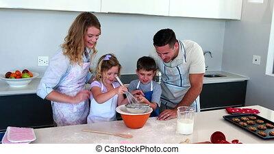 taart, samen, vervaardiging, gezin, vrolijke