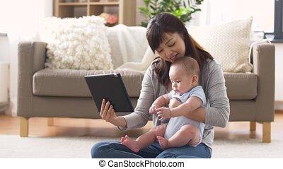 tablet, jonge, pc, moeder, baby, thuis, vrolijke