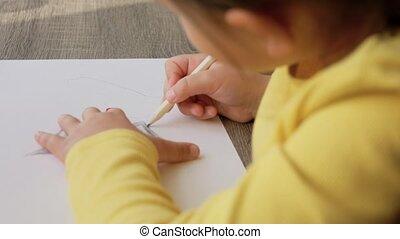 tekening, kleuren, thuis, meisje, potloden, weinig; niet zo(veel)
