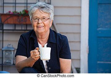 thee, oude vrouw, hebben