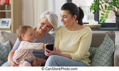 thuis, dochter, moeder, grootmoeder, sofa