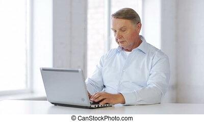 thuis, draagbare computer, oud, werkende , man