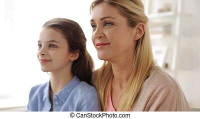 thuis, glimlachen gelukkig, meisje, moeder
