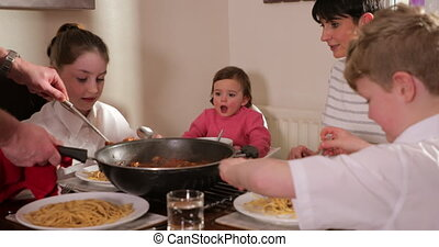 thuis, het genieten van, bolognese, gezin