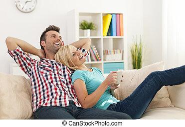 thuis, paar, samen, relaxen, vrolijke