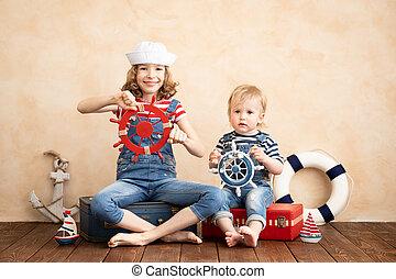thuis, vrolijke , spelende kinderen