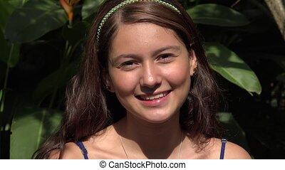 tiener, het glimlachen, kaukasisch, mooi, vrouwlijk