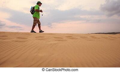 toerist, duinen, zand, tegen, skyline, wandelingen, langs, kam, witte