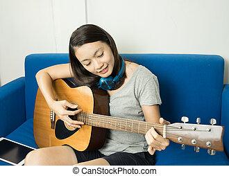 toneelstuk, relaxen, gitaar, mooi, akoestisch, thuis, vrouwen