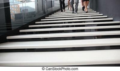 trap, wandelende, groep, zakenlui