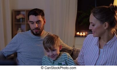 tv, familie huis, nacht, schouwend, vrolijke