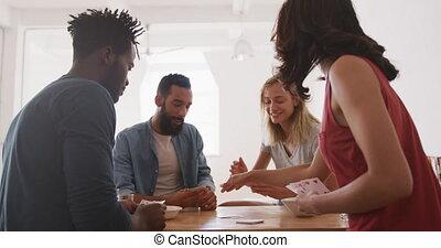 twee, terwijl, plezier, hebben, tafel, stellen, speelkaarten
