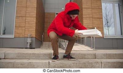 uit, pa???e?, man, stuk, courier, pizza doos, gebouw, kleren, rood, wandelende