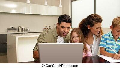 uitgeven, samen, familie tijd
