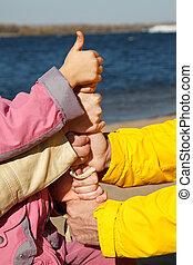upwards!, optillen, volwassenen, family., symbool, kind, eenheid, samenhangend, handen, duim