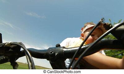 vader, fietsende , toddler