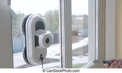vensters, thuis, robotachtig, reinigende vrouw, reinigingsmachine