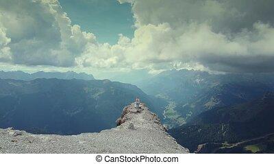 verheffing, dolomieten, handen, vrouw, bovenzijde, op, vliegen, piz, boe, berg