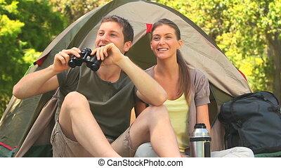 verliefd koppel, kamperen