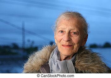 verticaal, oude vrouw, winter