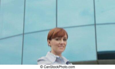 verticaal, vrolijke , businesswoman