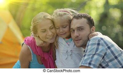 verticaal, vrolijke , vakantie, gezin, bos