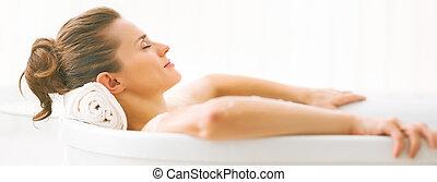 verticaal, vrouw, jonge, relaxen, ligbad
